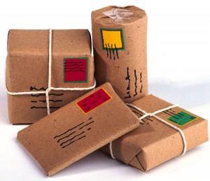 Phân biệt chuyển phát nhanh và gửi hàng bưu kiện