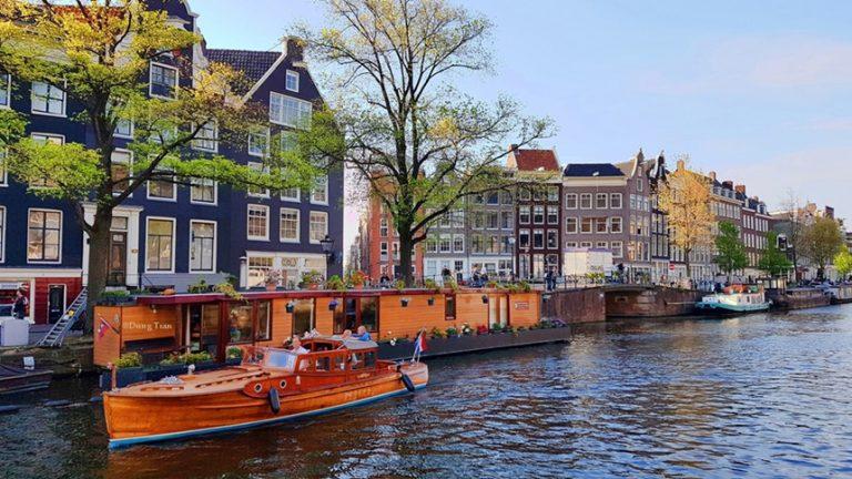 Chuyển phát nhanh đi Hà Lan nhanh chóng, giá rẻ