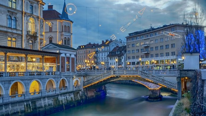 Dịch vụ chuyển phát nhanh đi Slovenia giá rẻ.