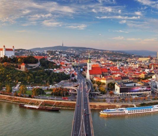 Dịch vụ chuyển phát nhanh đi Slovakia giá rẻ.