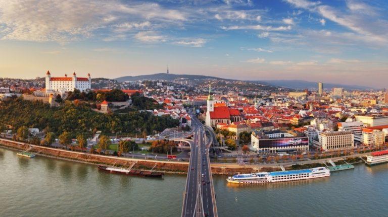 Dịch vụ chuyển phát nhanh Hồ Chí Minh đi Slovakia an toàn – nhanh chóng – giá rẻ